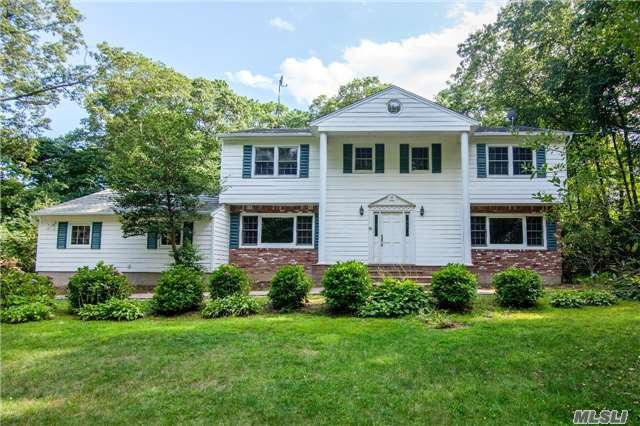 165 Hunters Dr, Muttontown, NY 11791