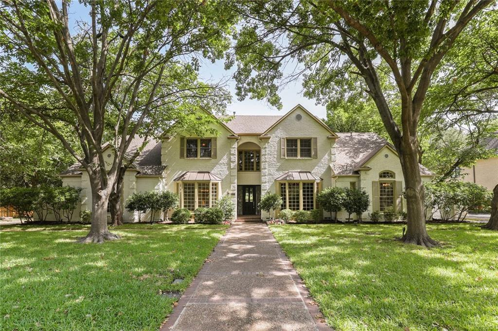 Unique opportunity to live in P. Hollow in an elegant Georgian home on a 0.466 ac lot with mature trees, new landscape, & large pool. Built by J. Darnell with P & B foundation, it offers master & guest suites on main floor, large paneled library, vaulted ceilings, beautiful moldings, hardwood floors, &  great views of pool & backyard. The gourmet kitchen has granite counters, double oven, SS gas Jenn-Air cooktop, & opens to a large breakfast area with bay window & adjoining den.  Owner is an architect & builder and will assist buyer looking to update. Price includes a $25k allowance for new master bath and new carpet. A trade-in home will be considered. Endless possibilities to meet your highest expectations.