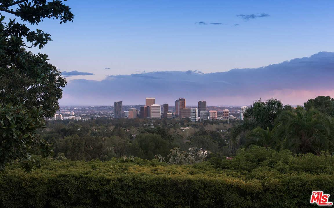 825 NIMES Place, Los Angeles (City), CA 90077