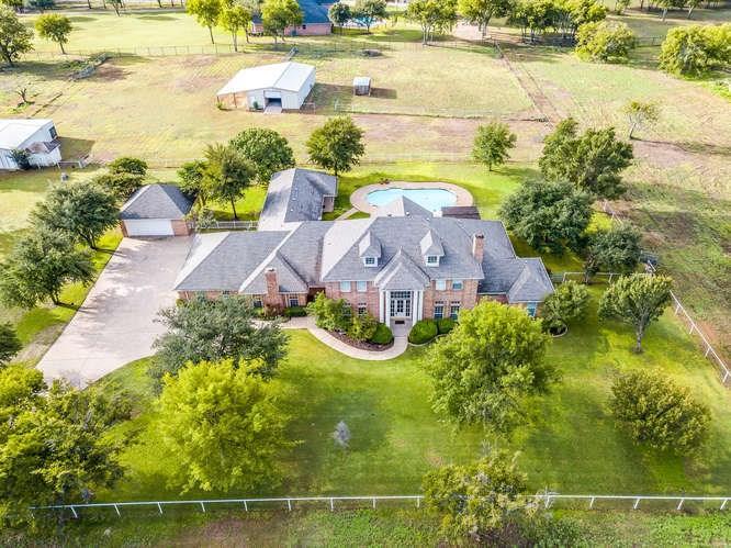 800 W Cleburne Road, Crowley, TX 76036