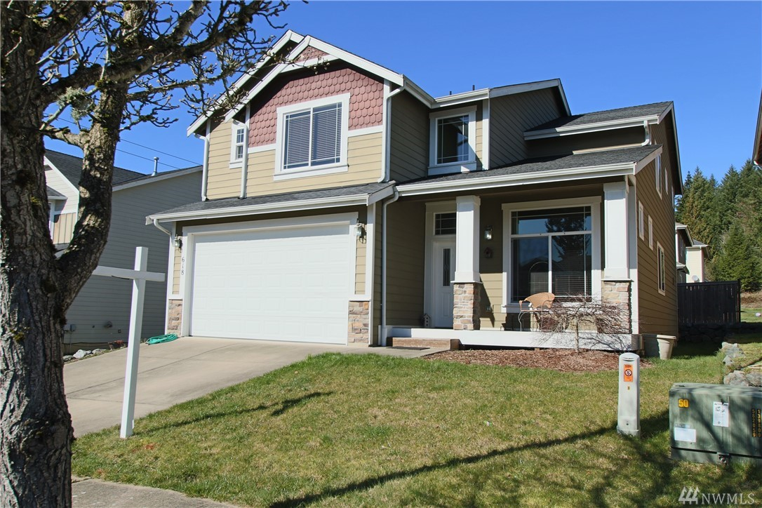 Over 2200 sf in convenient Tumwater location! Great floor plan w/4 bedrooms (3 w/walk-in closets) + main floor den/office. Formal dining room, nice kitchen with breakfast bar, open to eating nook and spacious great room with gas fireplace. Vaulted master w/double door entry, private 5-pc bath and HUGE walk-in closet. Utility room conveniently located upstairs. Easy maintenance yard, large deck off kitchen, partially fenced. Close to schools, shopping and easy I-5 Access!! Must see!