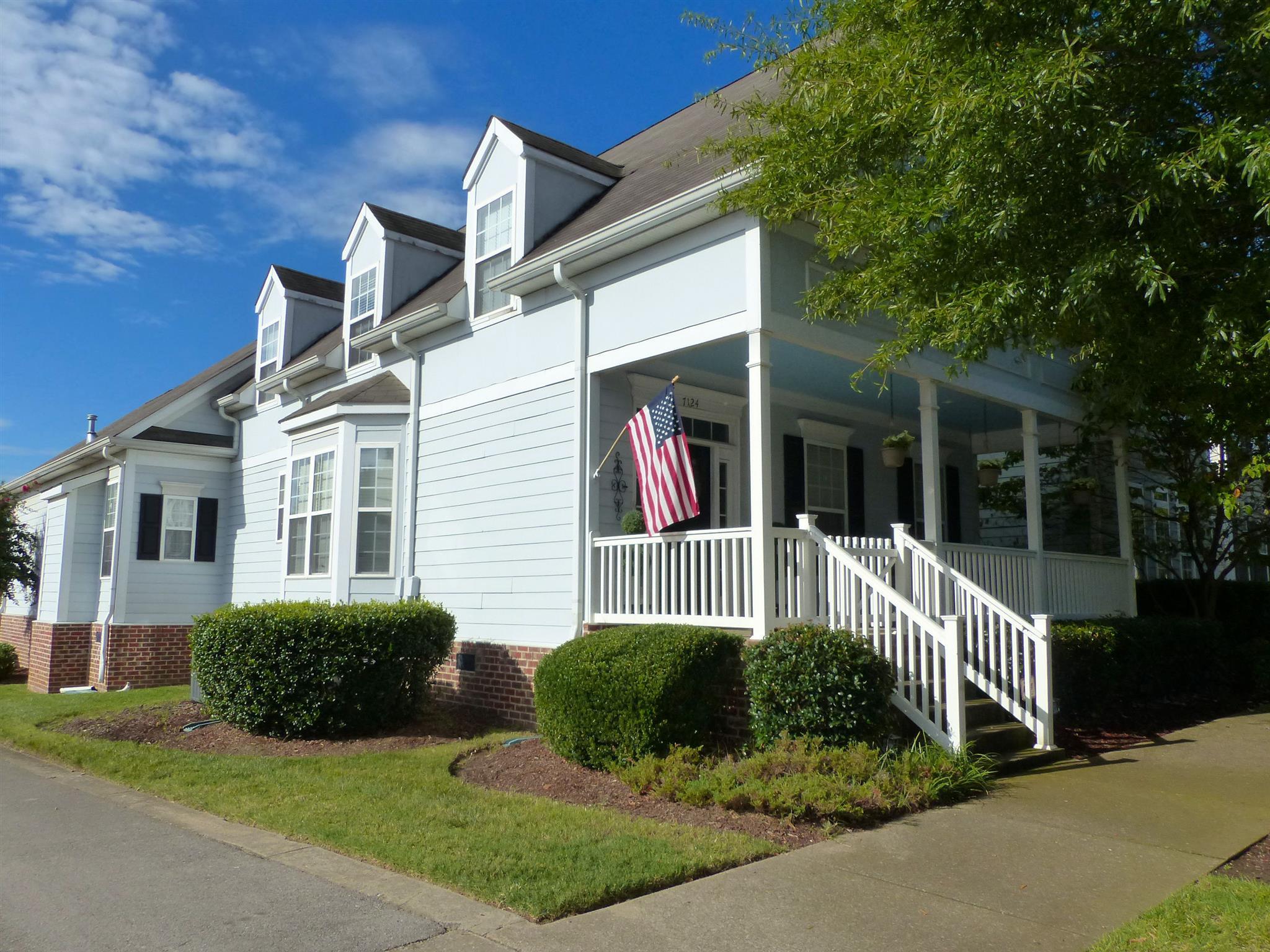 7124 Lenox Village Dr, Nashville, TN 37211
