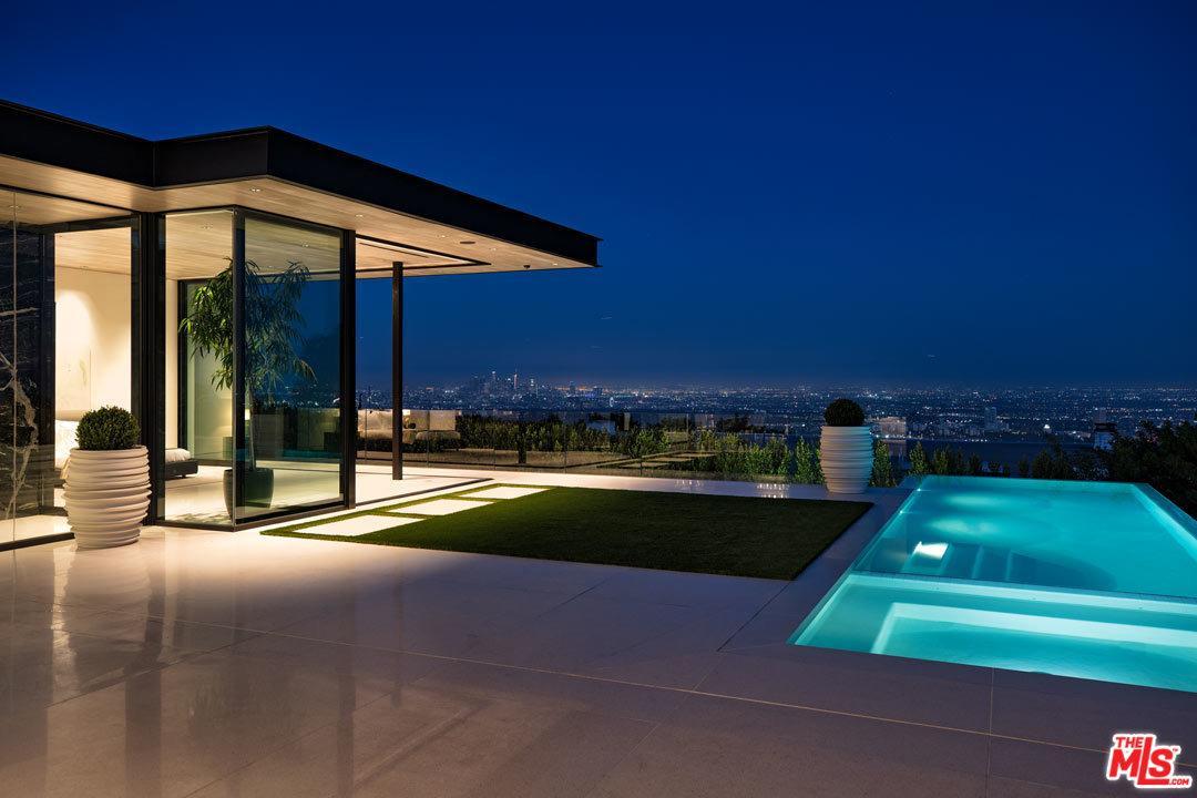 1536 BLUE JAY Way, Los Angeles (City), CA 90069