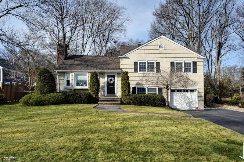 636 Kensington Dr, Westfield Town, NJ 07090