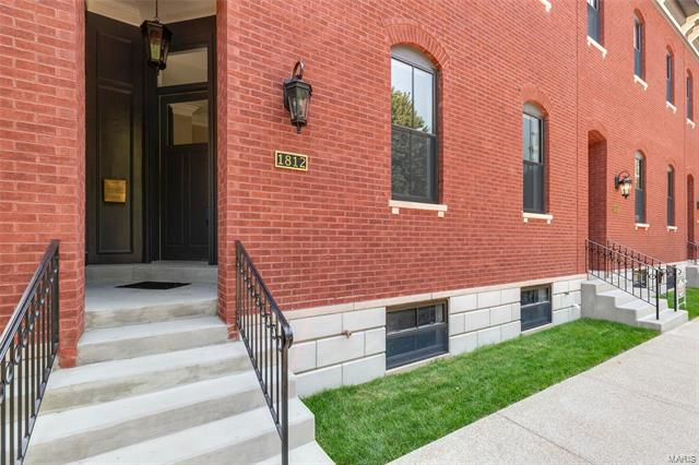 1812 S 10th Street, St Louis, MO 63104