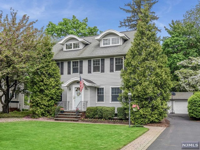 10 Roxbury Place, Glen Rock, NJ 07452