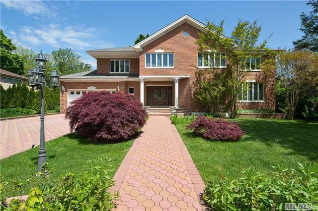 39 Tanners Rd, Great Neck, NY 11020