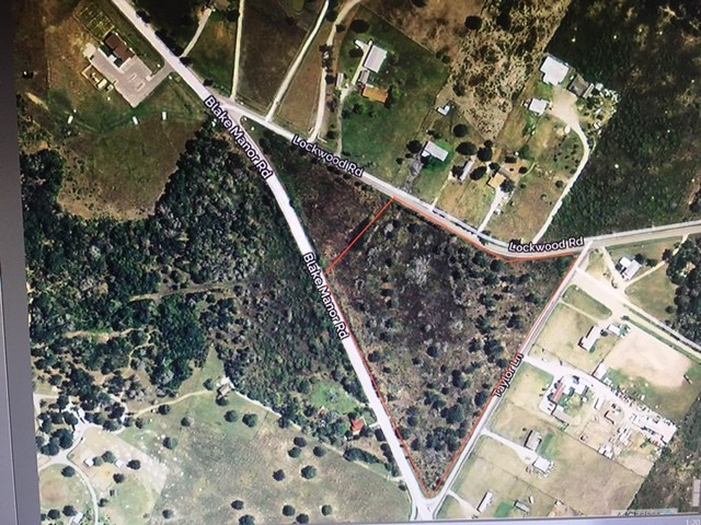 Just over 10 acres that is centered of 3 major roads. Ideal location for retail center. 15 min to ABIA, Samsung, Circuit of the Americas raceway. 1 mile from many major subdivisions Briarcreek, Whispervalley, and the city of Manor.