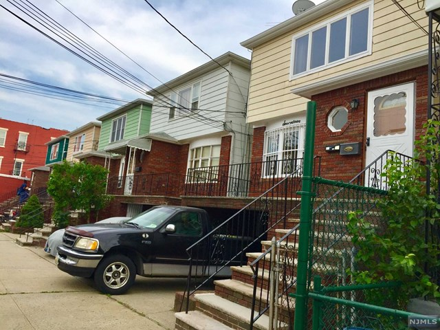 17 Bleecker Street 1st FLOOR, Jersey City, NJ 07307