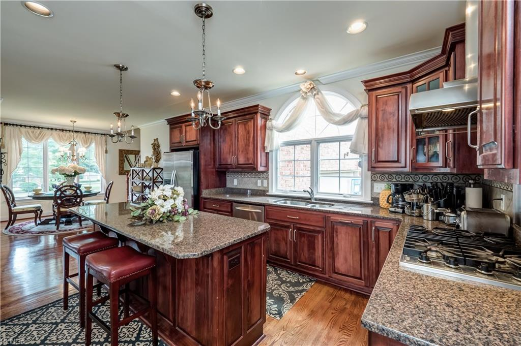 9 Naturewood CIR, Hampton, VA 23666