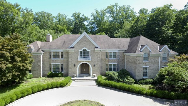 78 Fox Hedge Road, Saddle River, NJ 07458