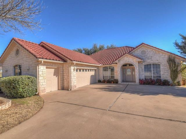 mmaculate home in AppleHead West. Single story, Open Concept Living & Dining; Split floor plan, 3BR w/En-Suite baths; Breakfast & Dining; Powder room; Separate Study (that can be also be used as 4th BR). Covered outside patio & deck (east facing) w/views of the Hill Country. 2 car garage w/separate golf cart garage. AppleHead West amenities include park, swimming pool & tennis courts (just a short walk) Includes waiver of initiation to The Club at HSBay (valued at $25,000) upon application approval
