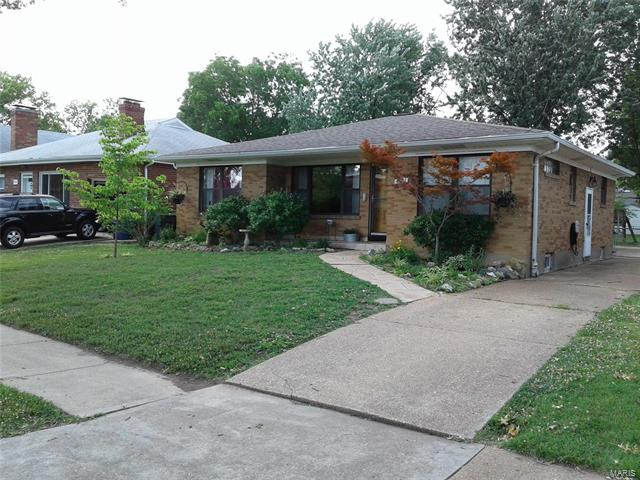 5861 Holly Hills Avenue, St Louis, MO 63109