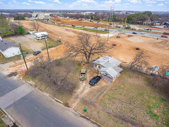 Great location for commercial use! Right on major thorough fare and very close to downtown. House on property is a tear down, the value is in the land. Property is currently grandfathered as a residential property. New owner will need to pay for rezoning to commercial according to City of Austin and Montopolis HOA.