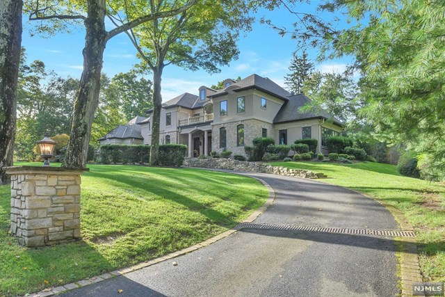 38 Weiss Road, Upper Saddle River, NJ 07458