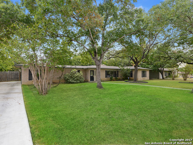 127 ARVIN DR, Terrell Hills, TX 78209