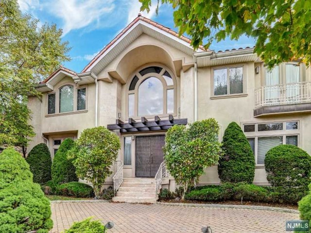 671 Summit Street, Englewood Cliffs, NJ 07632