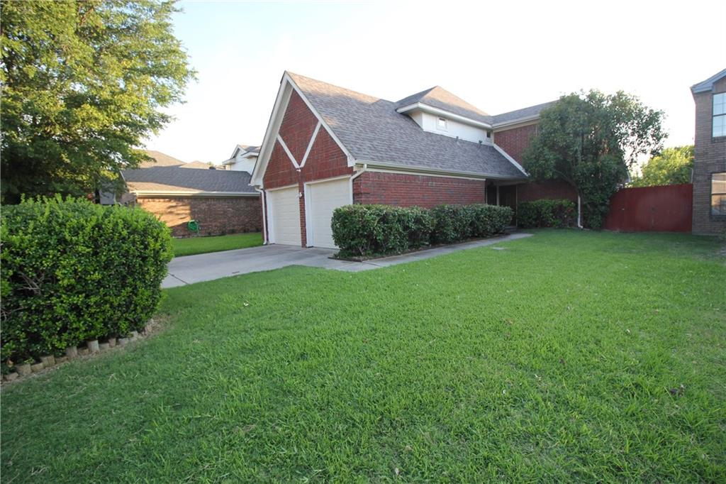 NEW CARPET! NEW AIR CONDITIONER! Well Maintained 3-2.5-2 Home, Quiet Neighborhood, Open Floor Plan, Mater Bedroom Down, Full Equipped Kitchen, Spacious Family Room with Hardwood Floor, Covered Patio. Greenbelt. Great Plano Schools, MOVE-IN-READY!
