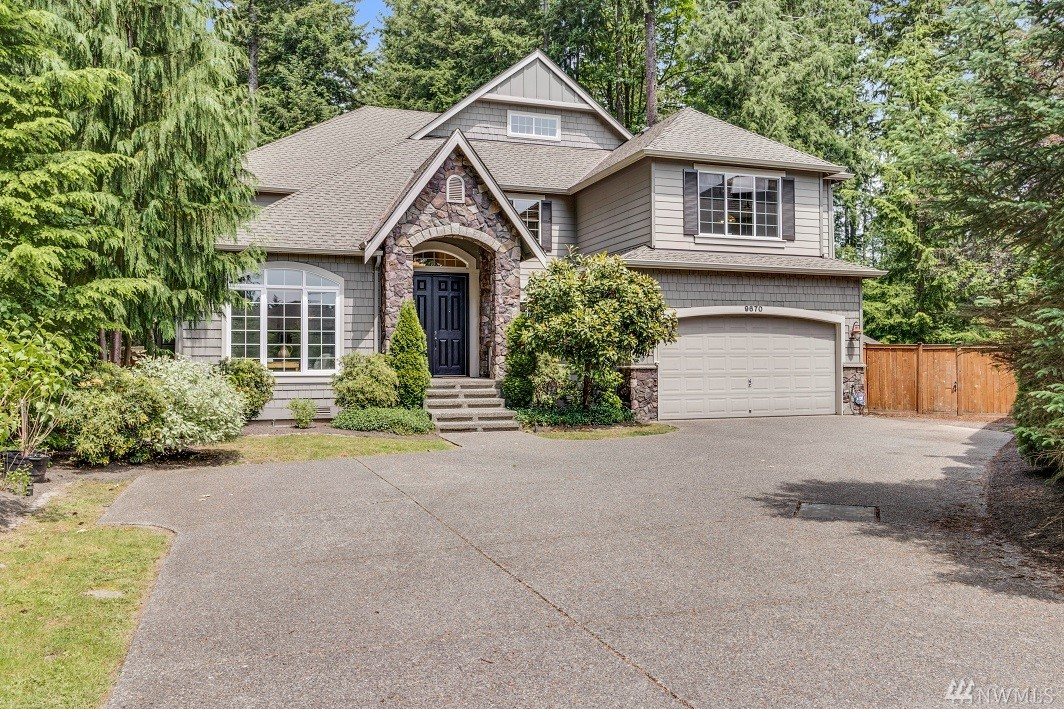 Move on up to one of largest homes & lots in REDMOND RIDGE. At end of cul-de-sac in Turnstone, surrounded by greenbelt for protected privacy. Direct access to trails, easy walk to Elem. school, Parks & Community ctr. Stunning 2-story w/open staircase, formal Living & Dining Rms. Abundant oak floors, 2 fireplaces, island kitchen & Fam Rm open to double patio. Den on main & upper floor loft, spacious Master Ste, 3 guest BR's(1 ensuite) & Bonus Rm. Big fenced yd has dog run, chicken coop & shed
