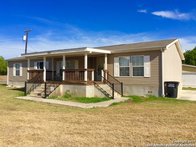 885 Avenue H, Poteet, TX 78065