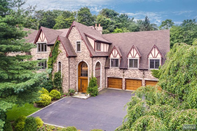 519 Hampton Hill Road, Franklin Lakes, NJ 07417