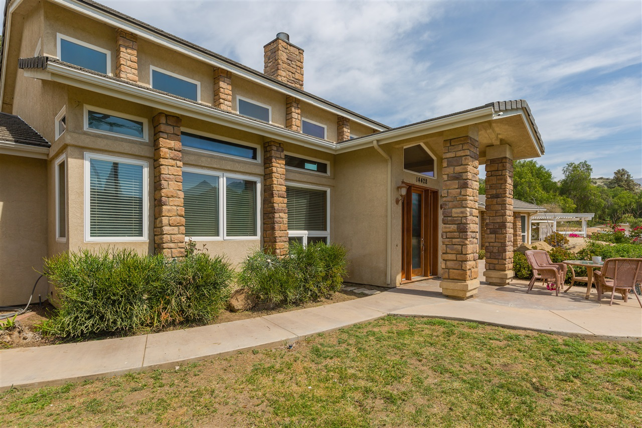 14428 Willow Rd., Lakeside, CA 92040