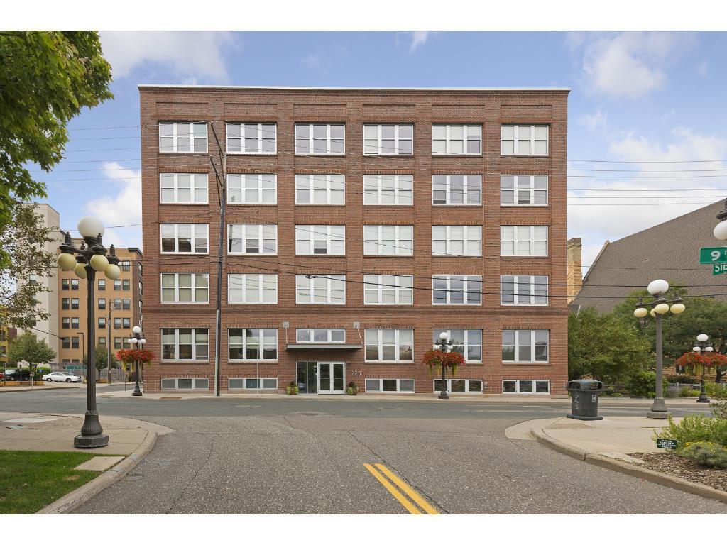 225 9th Street E 406, Saint Paul, MN 55101