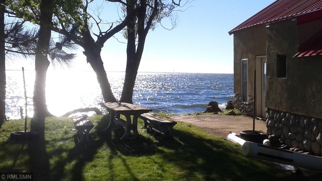 xxx Twin Island