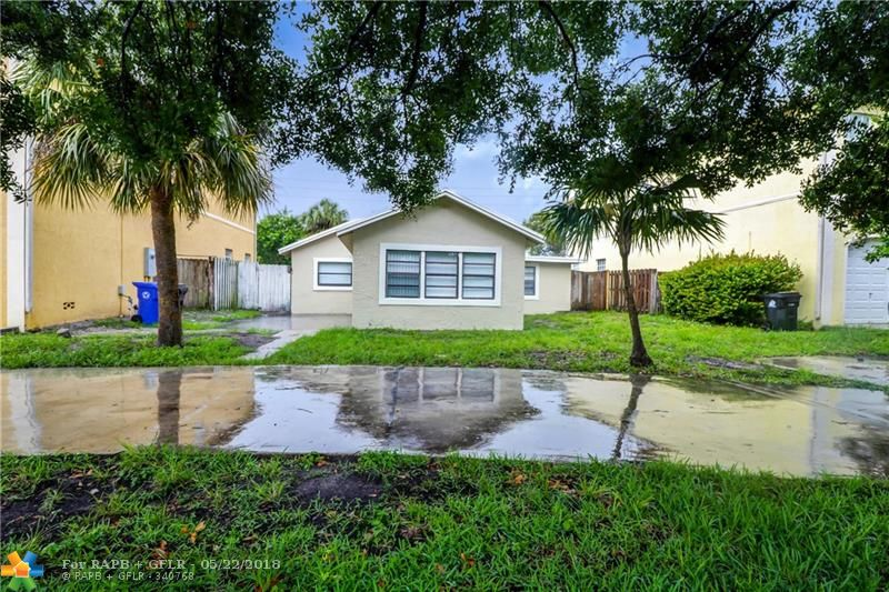 Living in Fort Lauderdale without the major costs. Move to the up-an-coming neighborhood of Progresso in a 4/2 with Huge backyard. Tile floor thoughout and an updated home. Circular driveway and and near the end of a dead end street for plenty of parking and quiet. Family oriented area close to everything in Fort Lauderdale!