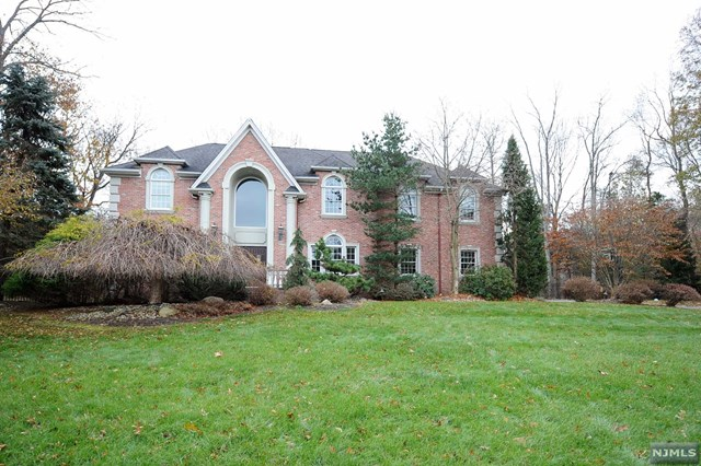 8 Valley Forge Road, Oakland, NJ 07436