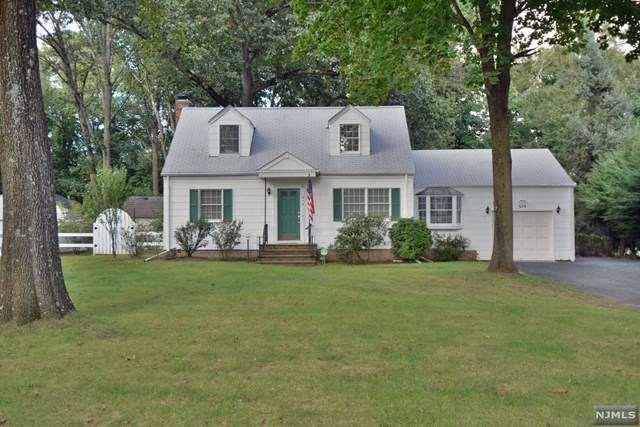 319 Wyckoff Avenue, Waldwick, NJ 07463