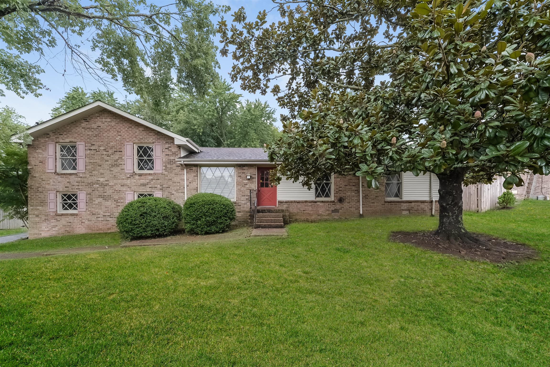 130 Hickory Heights Dr, Hendersonville, TN 37075