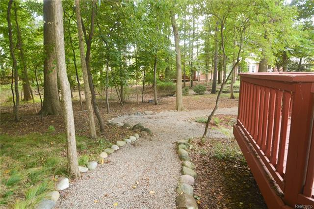 Walking Trails at Valley Stream, Rochester Hills, MI