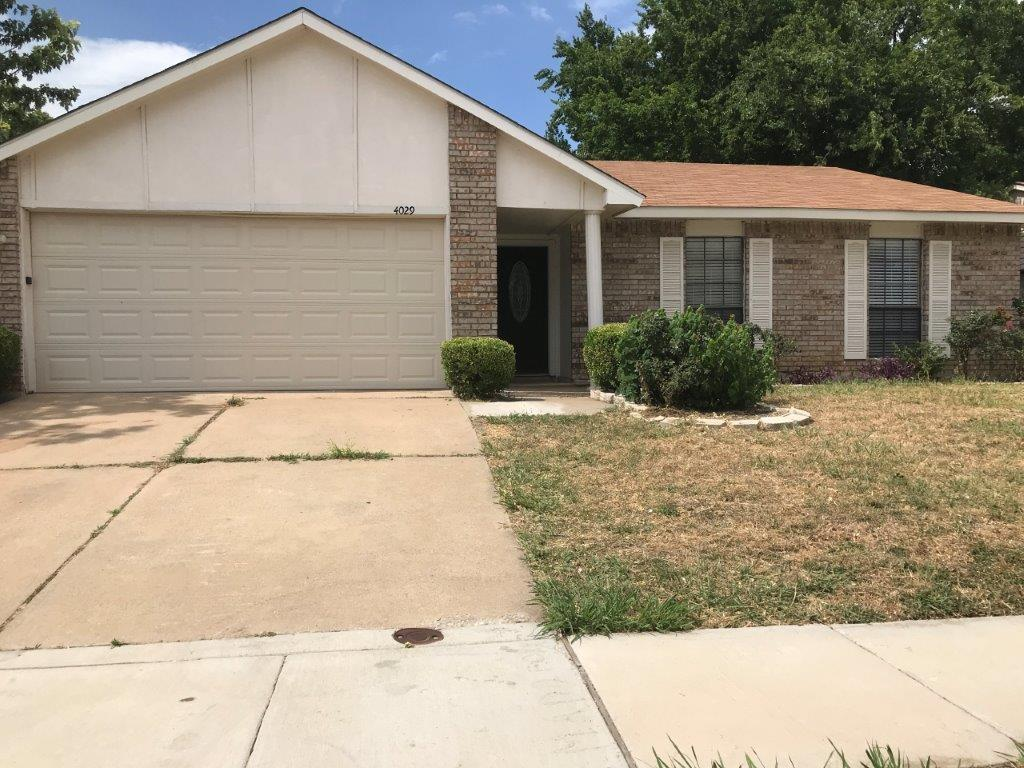 Charming 3 Bedroom 2 Bath home. fireplace in the living room that is open to the kitchen. Full size Laundry room with a nice sized backyard..