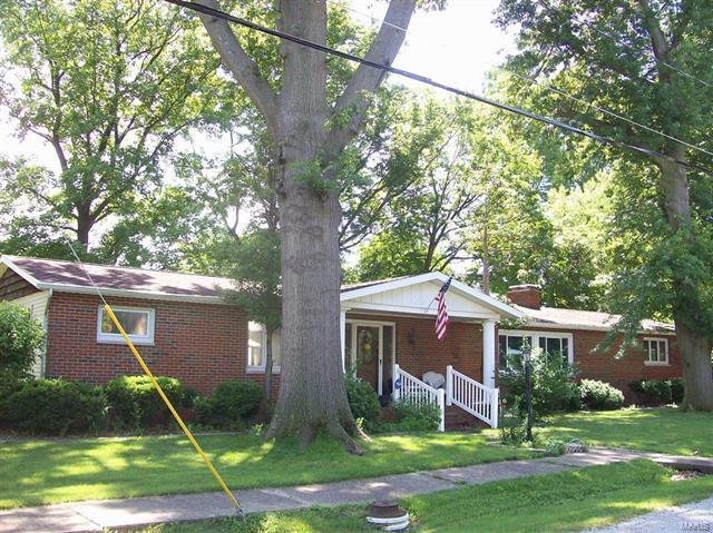 559 S SPRUCE Street, Nokomis, IL 62075