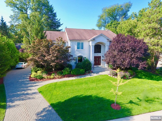 32 Laurence Court, Closter, NJ 07624