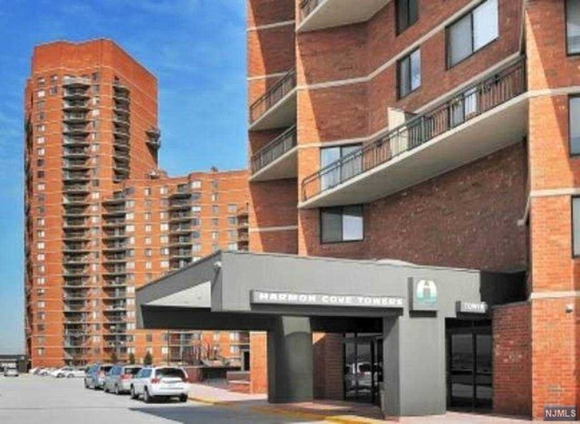 514 Harmon Cove Tower, Secaucus, NJ 07094