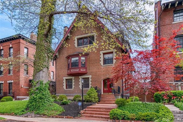 17 Lenox Place, St Louis, MO 63108