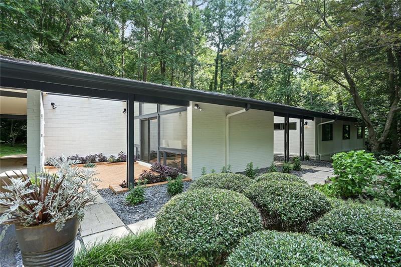 880 NW Somerset Drive, Atlanta, GA 30327