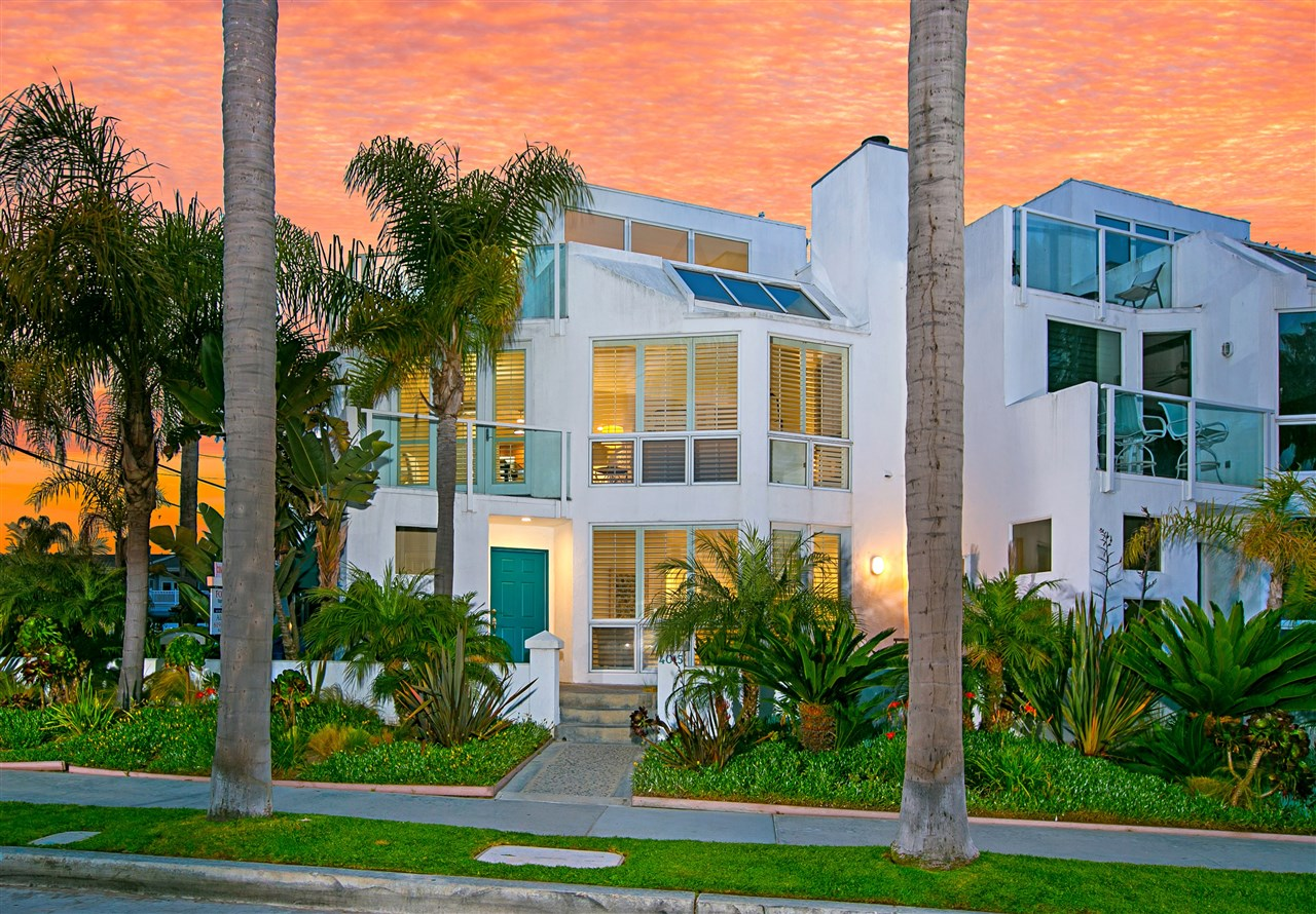 ATTENTION!!!  PRICE DROP!!!  COMPLETELY REMODELED with designers touches and advice throughout. A truly gorgeous townhouse in a special bay view and park setting.  Enjoy all the water sports beautiful Mission Bay has to offer.  Enjoy biking, jogging or walking to the beach.  Feel secure in your private gated garage.I CAN'T WAIT for you and your clients to see this completely remodeled bay view townhome.  This is move in ready!  You can even buy the furnishings from Scout Design and Staging.  Too many beautiful details to list here.  You must see for yourself.  This is the perfect first, second or third home.