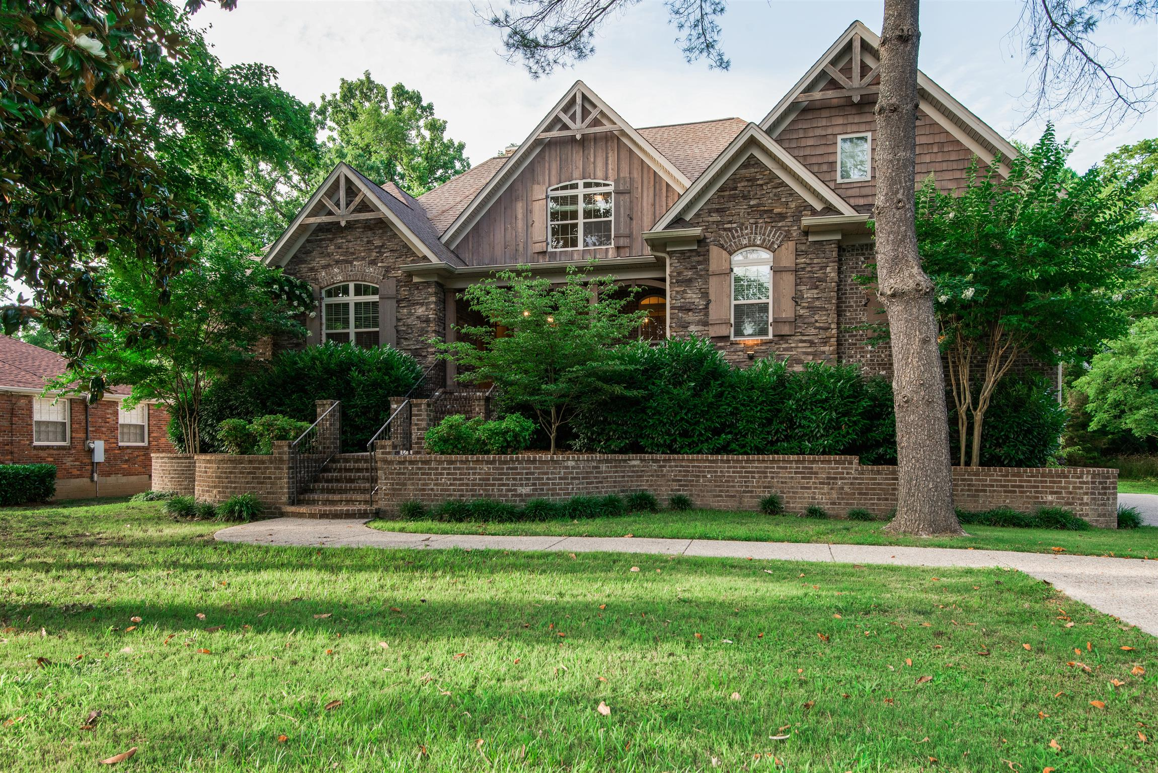 2828 Sugar Tree Rd, Nashville, TN 37215
