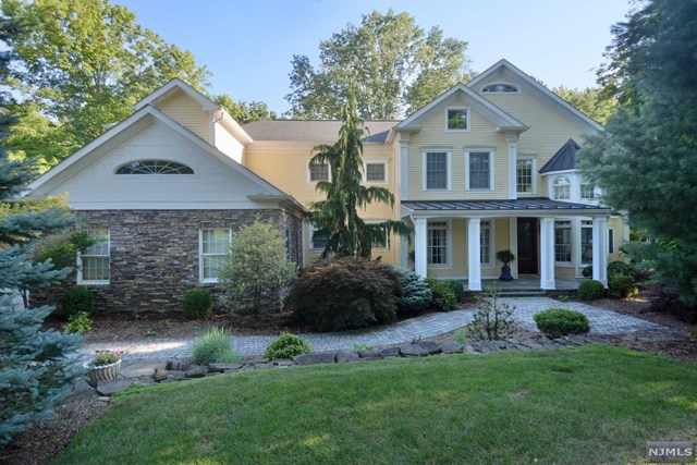 16 Winding Way, Upper Saddle River, NJ 07458