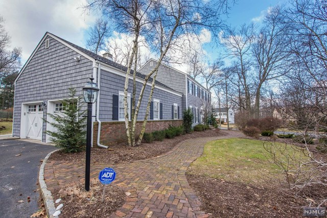2 Tanglewood Road, North Caldwell, NJ 07006