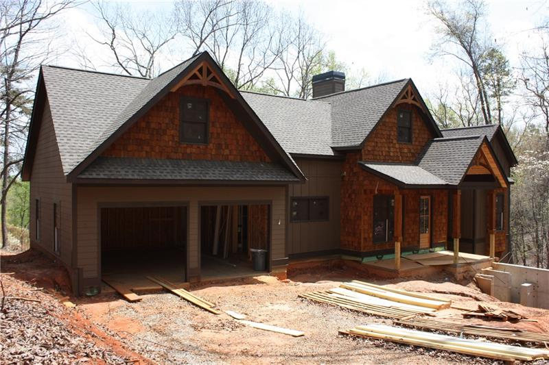 BEAUTIFUL NEW CONSTRUCTION HOME ON GOLF COURSE.