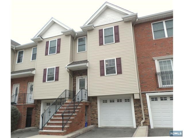 4 Doris Lane, Wallington, NJ 07057