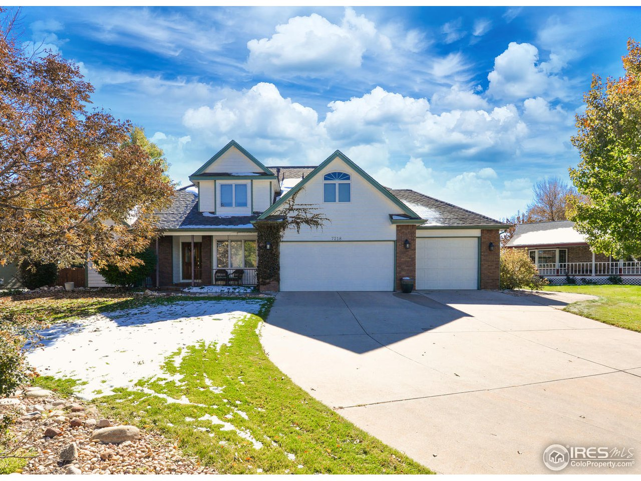 Welcome to this spacious custom built home in Canberra Commons neighborhood!  Home has an over-sized, heated, 3 car garage, 5 bd 4 ba, w/master suite on main level.  Vaulted ceiling in the living room gives it a great open feel with a separate formal dining room that is great for entertaining. Home sits on a large .26 acre lot with a fenced in back yard and a large partially covered patio (hot tub hook up in place) and deck off of upstairs loft.  Too many features to list! Come and check it out!