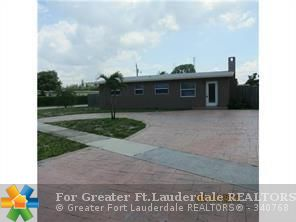 3/2, huge corner lot, fenced yard, new kitchen and appliances, new roof, ready to move in!