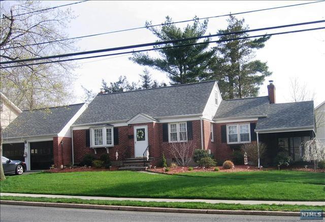 717 Ridgewood Road, Oradell, NJ 07649