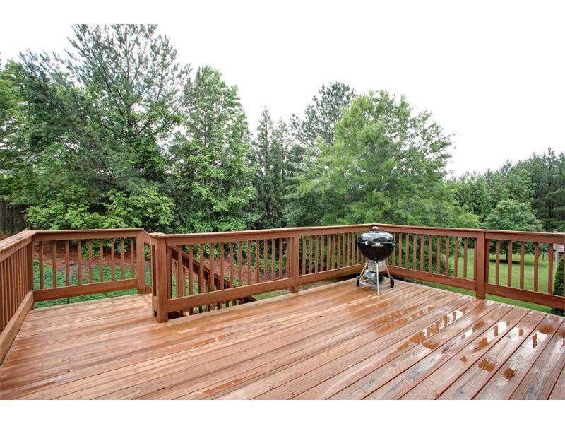 Great deck overlooking a wooded lot -private!