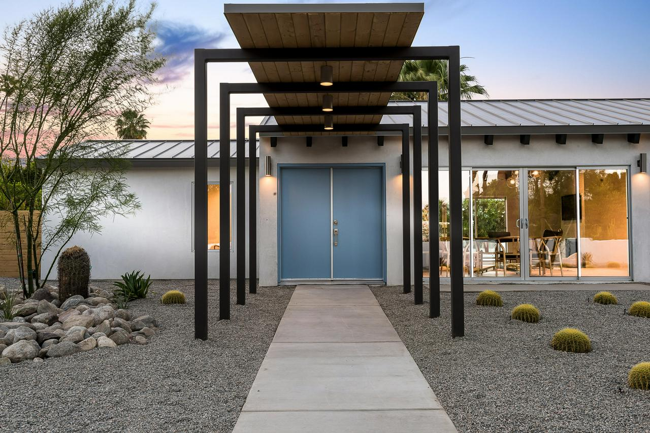 216 W VIA LOLA, Palm Springs, CA 92262